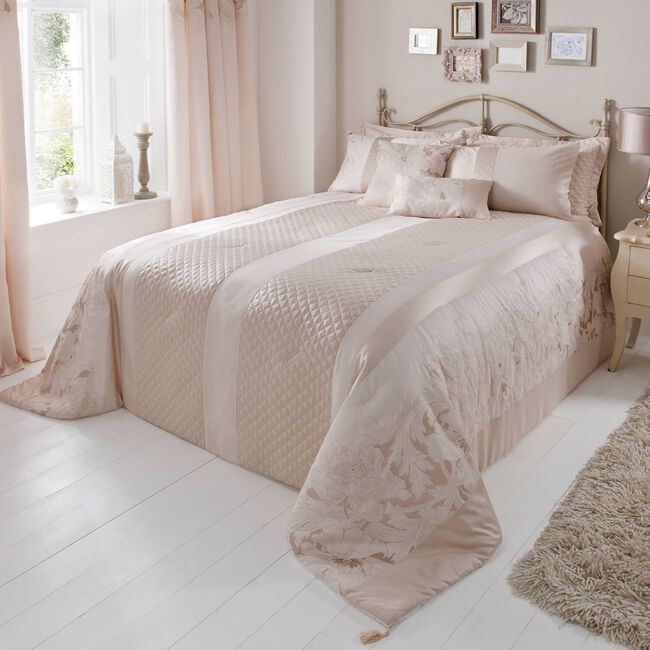 Classical Floral Cream Bedspread